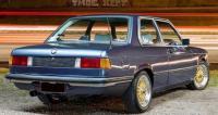BMW 320 1975 года, вид сзади